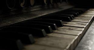 نت پیانوی قطعه تنها با گلها از هایده